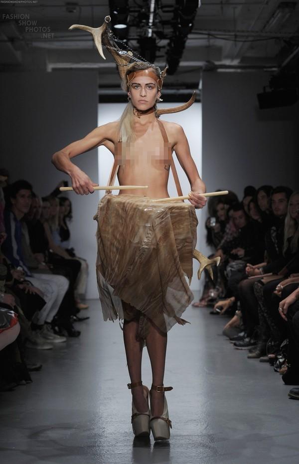 """Người mẫu """"nude""""... 90% trên sàn runway của LFW 15"""